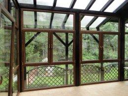 Jardin d'hiver en PVC - structure en bois