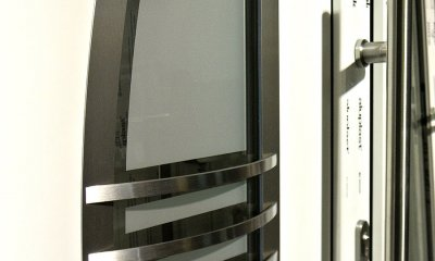 Porte d'entrée PVC en acier inox de l'extérieur et en verre de l'intérieur