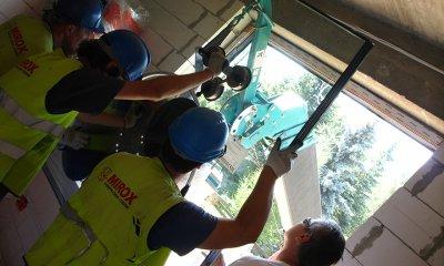 Montage de vitres de grands gabarits