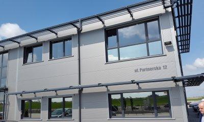 Fenêtres PVC et la menuiserie en alu dans la couleur anthracite