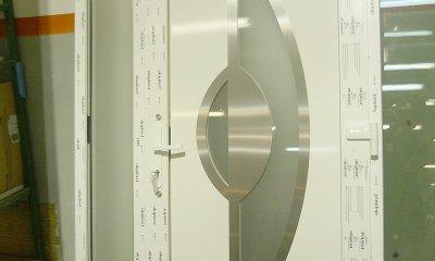 Porte d'entrée PVC avec les éléments en alu et verre
